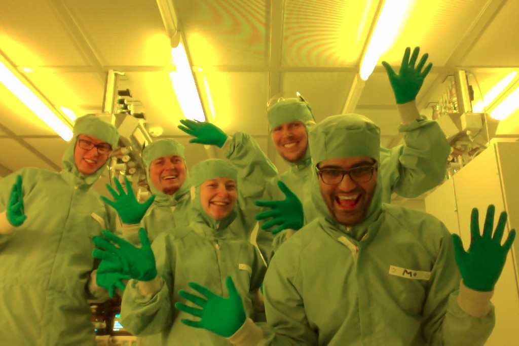 TrebbinLab Group Photo CFEL Cleanroom 2015 12 08